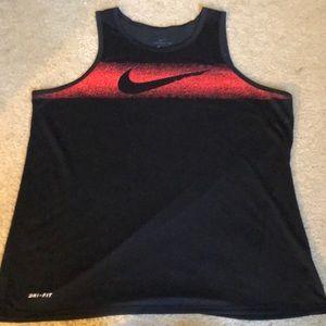 🏈NWOT Nike dri fit tank top size XL